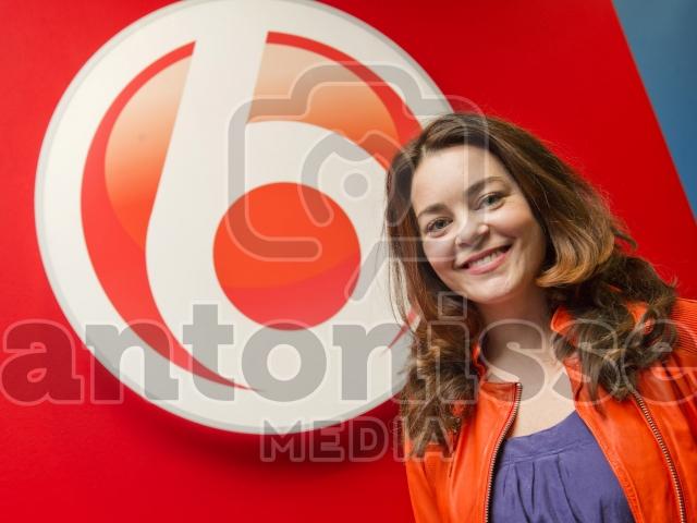 AMSTERDAM- Kim Lian van der Meij tekent contract met SBS 6.
